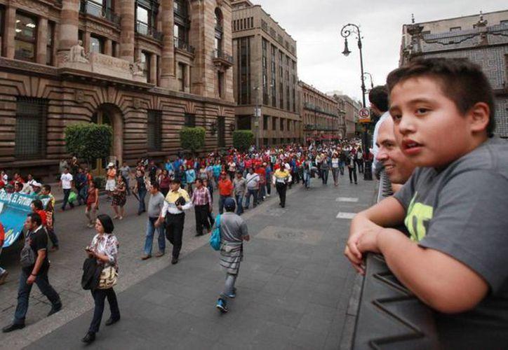 Maestros disidentes marchan en la Ciudad de México contra la reforma educativa. (Archivo/EFE)