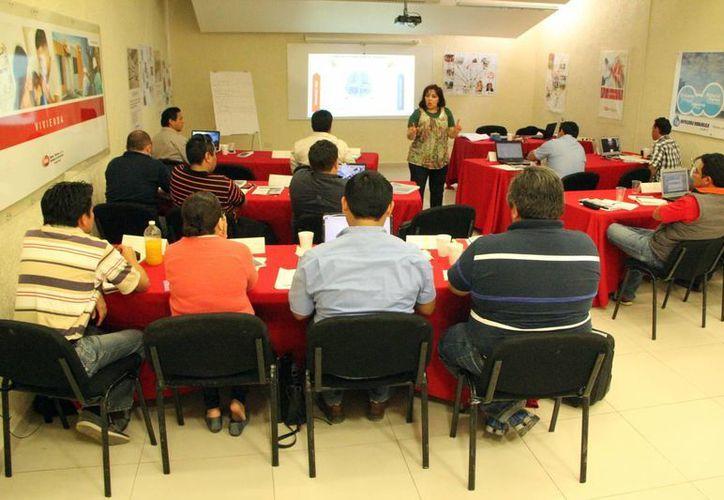 Las clases de la maestría en construcción de la Uady se impartieron en las instalaciones de la CMIC Yucatán. (José Acosta/SIPSE)