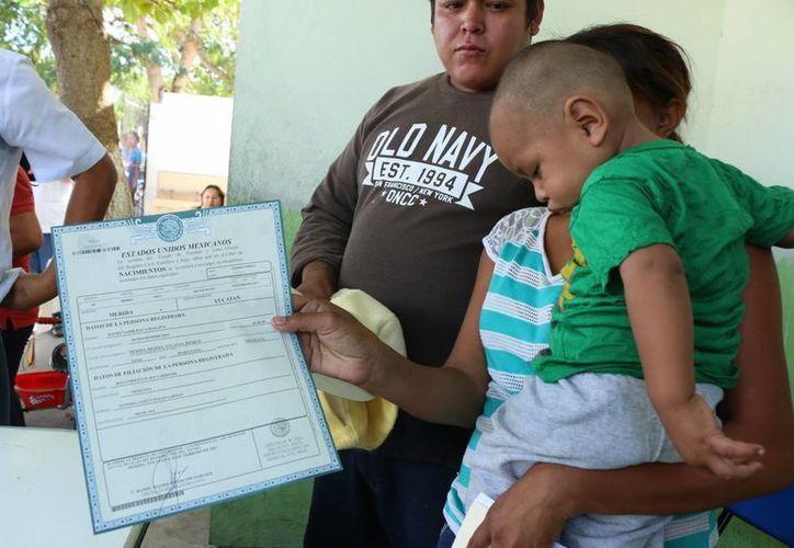 El encargado del despacho del Registro Civil de Yucatán, José Melchor Pérez declaró que la dependencia busca estar cercana a los ciudadanos a través de diversos programas de corte social. (José Acosta/SIPSE)