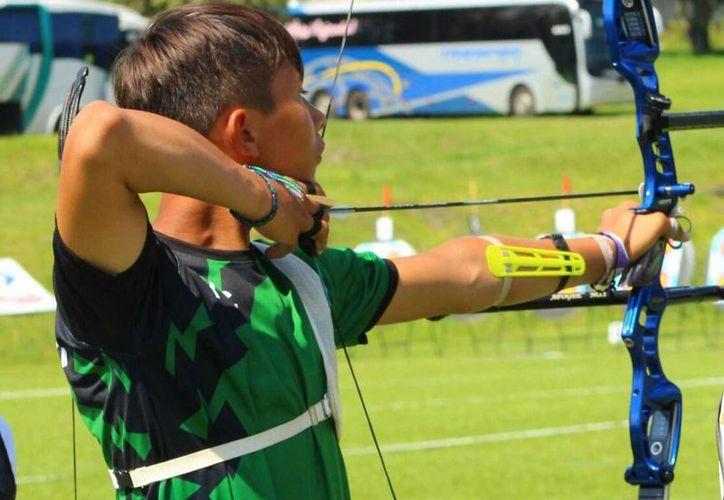 El yucateco Alan Crespo derrotó en la final al tamaulipeco Miguel Gallardo con score de 6-4, en la competencia de las Olimpiadas nacionales. (Marco Moreno/SIPSE)
