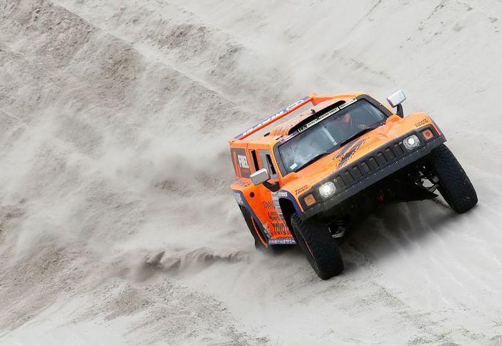 Por 'una nariz' el norteamericano Gordon ganó la 11ava etapa del Rally Dakar. (EFE)