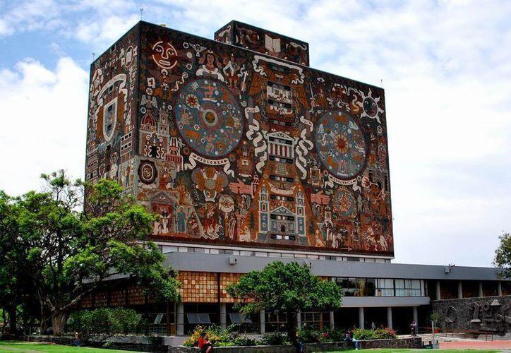 Denuncian venta de pruebas por Facebook para el ingreso a las 118 licenciaturas de la UNAM. Imagen de contexto del edificio centran de la Máxima Casa de Estudios. en la Ciudad de México. (Archivo/Notimex)