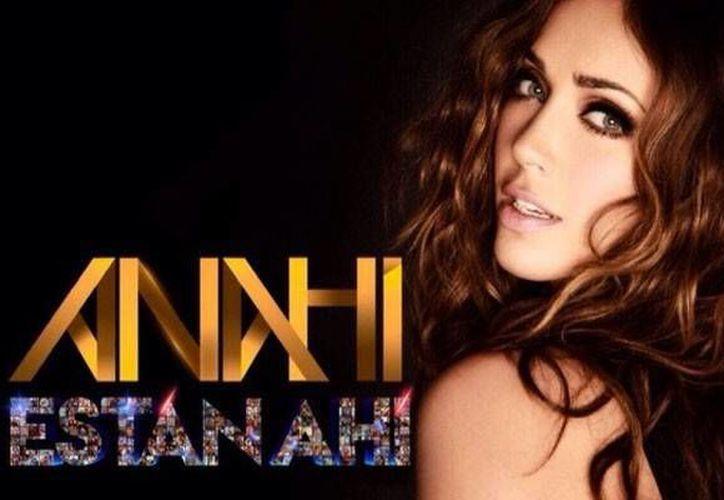 La cantante estrenó el tema en sus redes sociales con un video en el que se muestran fotografías con sus seguidores.(Sitio oficial/ Anahí)