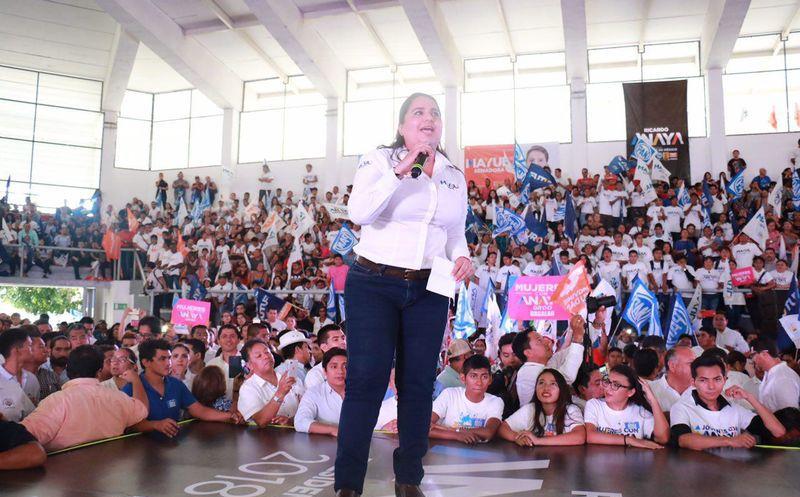 La candidata al Senado, Mayuli Martinez respalda totalmente la propuesta del candidato presidencial Ricardo Anaya. (Foto: Redacción)
