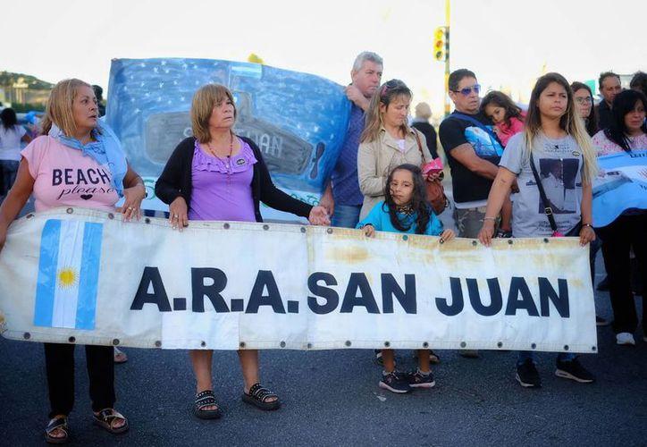 """Familiares abrieron cuentas bancarias para recolectar fondos que les permitan contratar embarcaciones """"con tecnología de punta"""". (Foto: El País)"""