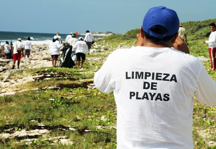 Las playas de Cozumel son limpiadas de manera constante para continuar atrayendo al turismo. (Redacción/SIPSE)