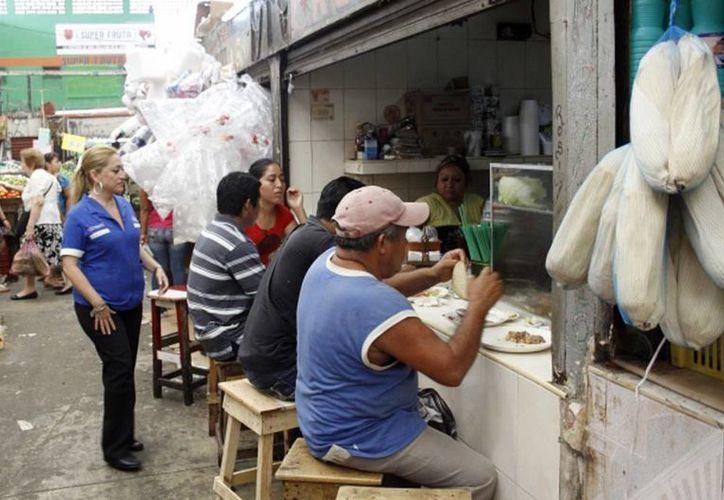 Yucatán se mantiene en primer lugar a nivel nacional en casos de hepatitis A. Se recomienda a la población no comer en lugares públicos. (Milenio Novedades)
