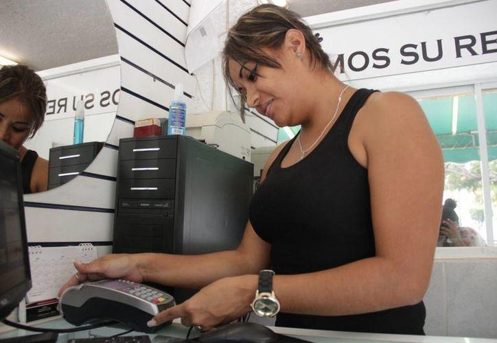 No tener Terminal Punto de Venta es uno de los factores que hacen que las Pymes pierdan ingresos. (Israel Leal/SIPSE)