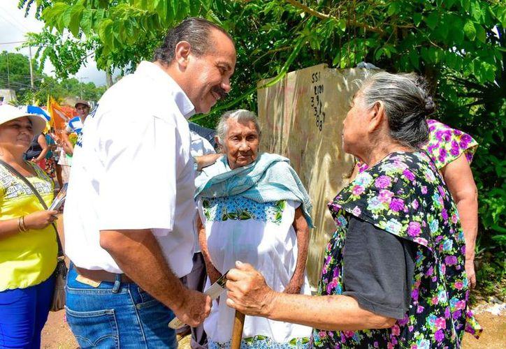 Julián Ricalde se comprometió a que desde el Congreso de la Unión gestionará recursos públicos para la lucha en contra de la delincuencia. (Foto: Redacción/SIPSE)