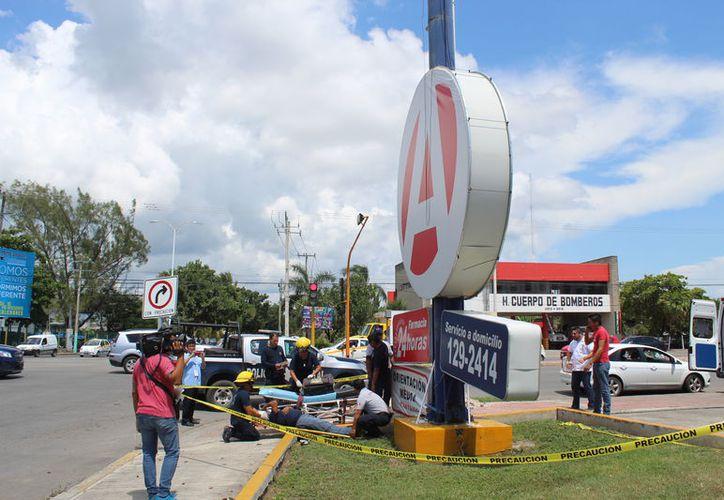 La zona fue acordonada por las autoridades municipales para evitar otro accidente. (Redacción/ SIPSE)