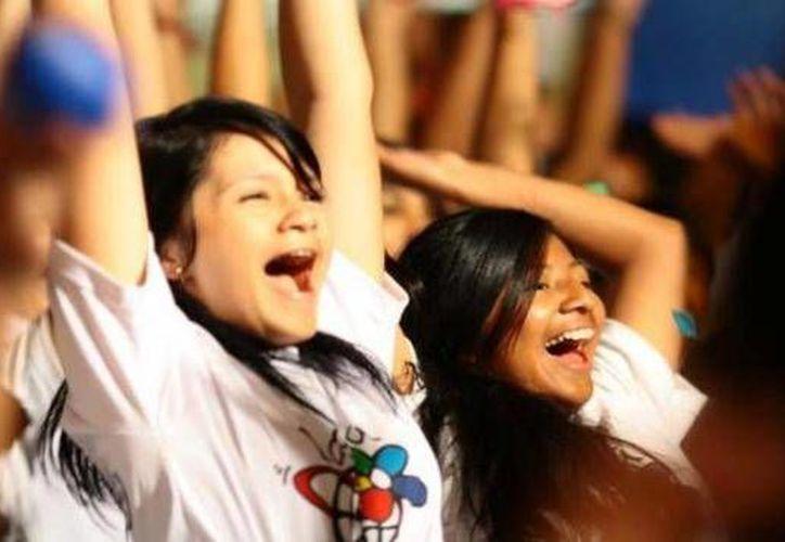 Entregan el mensaje de prevención de las drogas a los jóvenes. (Redacción/SIPSE)