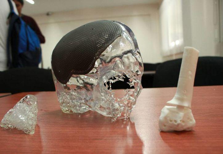 La Universidad Modelo será la primera en todo el sureste en contar con prótesis médicas impresas en 3-D. (Fotos: Jorge Acosta/SIPSE)