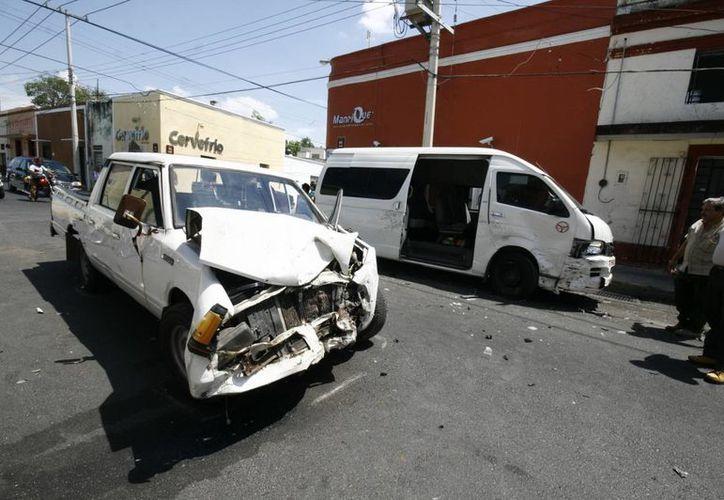 La colisión ocurrió en el cruce de las calles 66 por 75, porque el taxista no respetó una señal de alto. (Daniel Martinez/SIPSE)