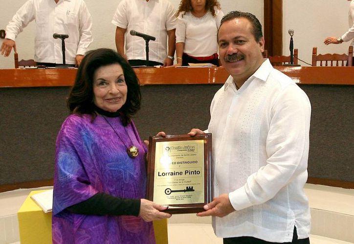 El presidente agradeció a Lorraine por su aporte a la ciudad. (Redacción/SIPSE)