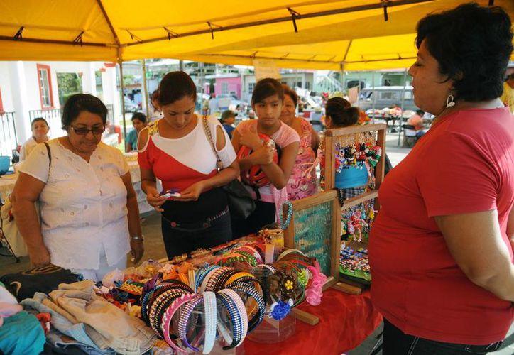 Se pusieron a la venta artículos del taller de manualidades. (Cortesía/SIPSE)