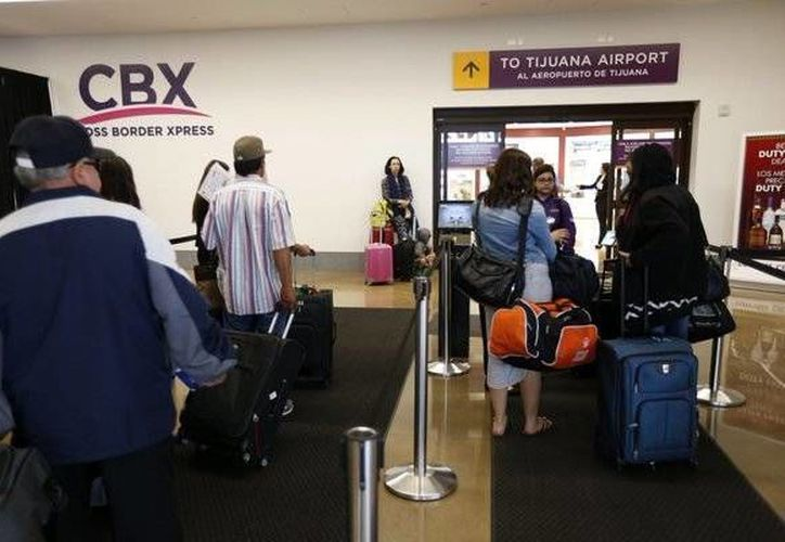 A través de los quioscos AirportConnect y las estaciones de trabajo, los pasajeros efectúan la documentación en CBX. (twitter.com/rmscorp2014)