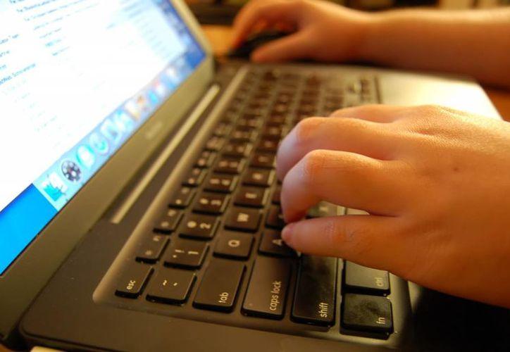 Los adolescentes de 12 a 17 años son el 85.9 por ciento de los usuarios en internet en México, según datos del Inegi. (Archivo/SIPSE)