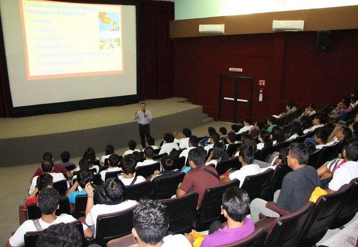Estuvieron presentes alumnos del Cbtis, Universidad Tecnológica (UT) y el Instituto Tecnológico de Chetumal. (Redacción/SIPSE)
