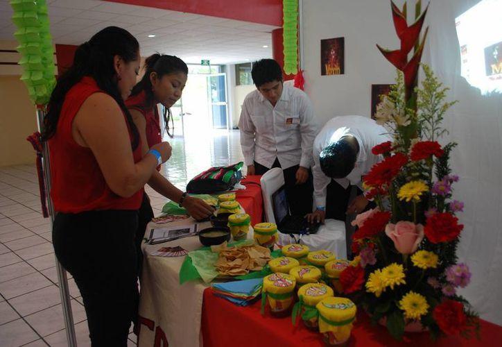Universidad Tecnológica de Cancún organizó el Encuentro de Emprendedores 2013. (Tomás Álvarez/SIPSE)