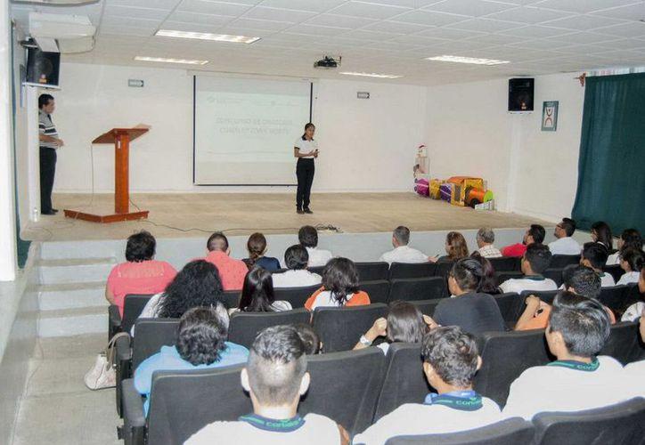 Participaron como jurado calificador autoridades del Toastmasters Club Cancún. (Redacción/SIPSE)