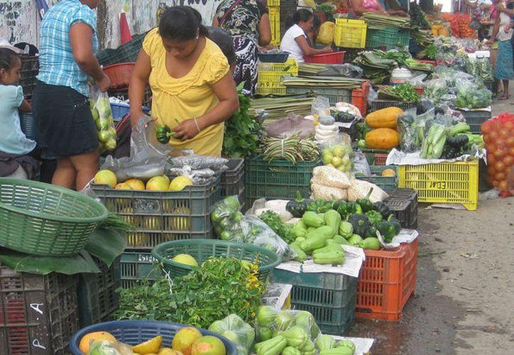 La temporada de Cuaresma también abona en las buenas ventas del limón en los mercados. (Javier Ortiz/SIPSE)