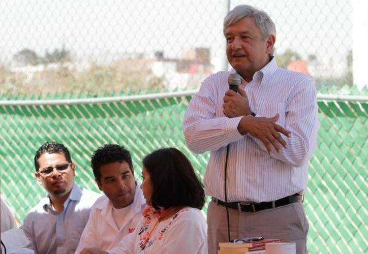 Andrés Manuel López Obrador rebasó los topes establecidos, por más de 71 millones. (Archivo Notimex)