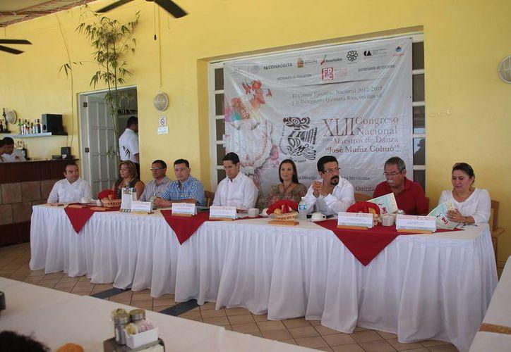 Se dio a conocer que los participantes desfilaran con trajes tradicionales en el malecón de Cozumel, se efectuarán exposiciones, presentación de documentales y conferencias. (Julian Miranda/SIPSE)