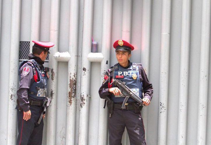 Las autoridades tomaron la declaración de los reos vecinos de la celda de Joaquín Guzmán Loera, quien se fugó el sábado del penal de máxima seguridad del Altiplano. (Archivo/Notimex)