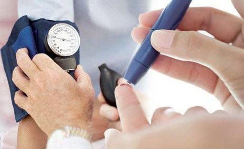 Las personas con diabetes mellitus tipo 2 se inyectan insulina dos veces al día. (Redacción/SIPSE)
