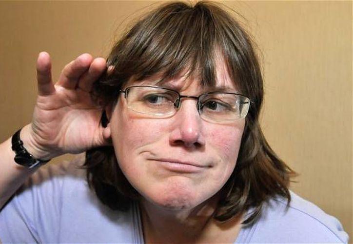 Julie no puede comer alimentos sólidos, ya que el fuerte sonido podría dejarla sorda. (Agencias)