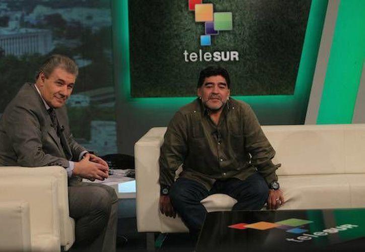 Los anfitriones del programa 'De Zurda' son Maradona y el periodista uruguayo Víctor Hugo Morales. (cubadebate.cu)