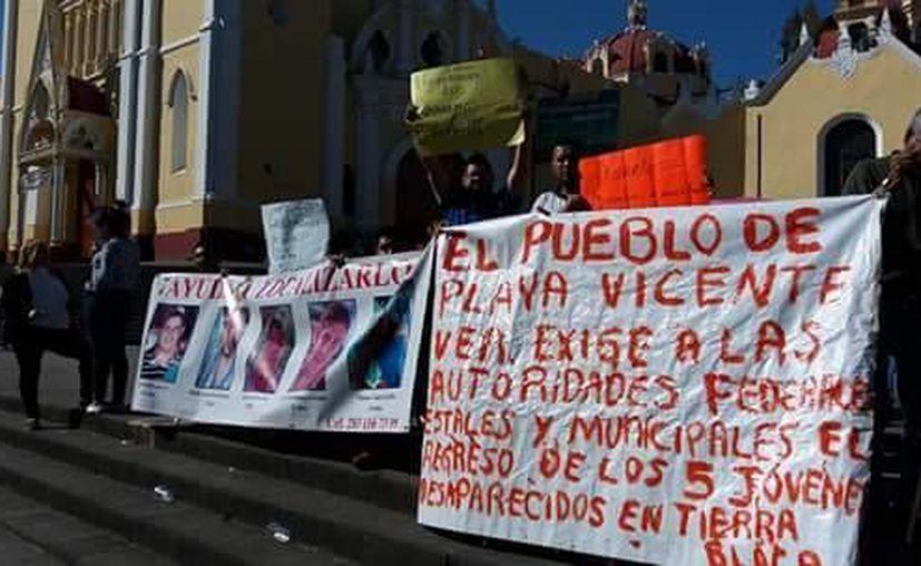 Imagen de una de las protestas de la población de Playa Vicente, Veracruz. Piden a las autoridades encontrar a los 5 jóvenes desparecidos en Tierra Blanca. (Facebook Ayúdenos a encontrarlos)