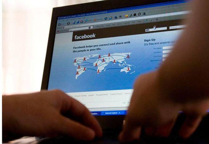 En 2013, Facebook acaparó el 5.8 por ciento del gasto global en publicidad en línea, y este año proyecta crecer para alcanzar 7.8 por ciento; de ahí supuesto interés de utilizar, sin consentimiento de usuarios, las bases de datos. (lavoz.com.ar)