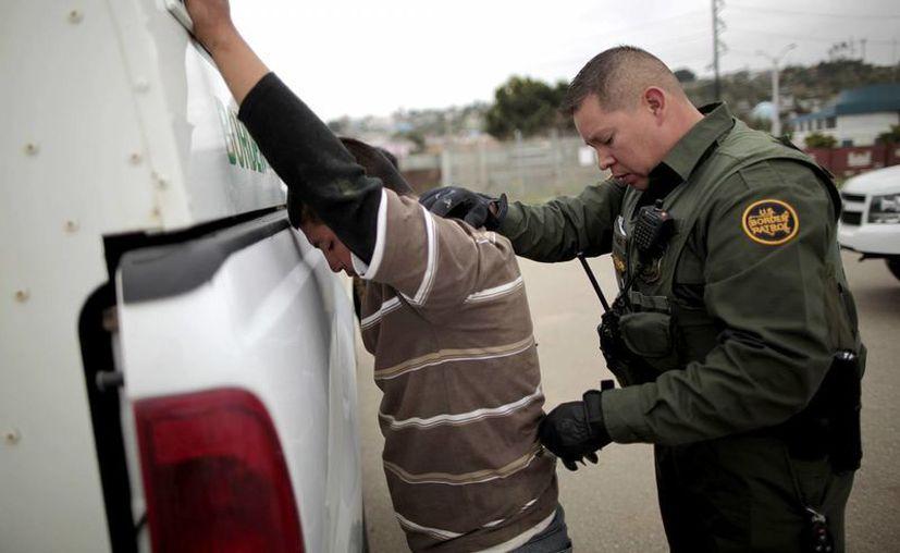 Grupos defensores de inmigrantes aseguran que la operación en la frontera con México está 'cargada de problemas' y viola la Convención de Refugiados. (AP)