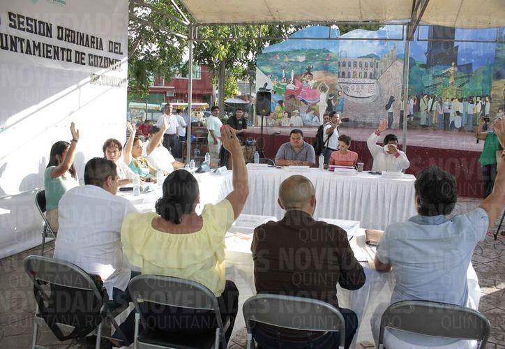 El Cabildo de Cozumel aprobó con cinco votos a favor y cuatro en contra, la modificación al Presupuesto de Egresos de 2017.  (Gustavo Villegas/SIPSE)