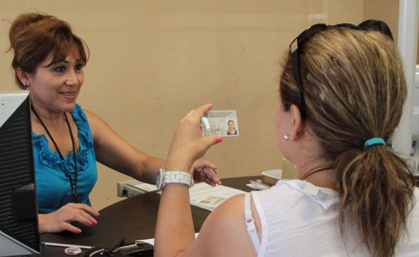 """En Yucatán, uno de cada 10 ciudadanos con credencial para votar tienen """"mica"""" con terminación """"18"""", cuyo vencimiento como identificación oficial ocurrirá al cierra del próximo año. (SIPSE)"""