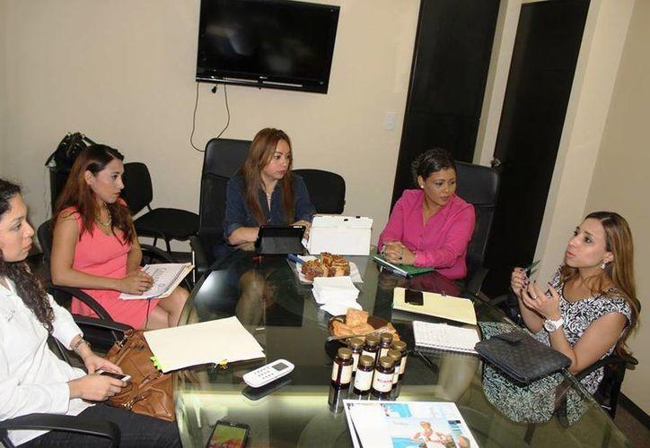 La mujeres pueden ser postuladas por sus logros en distintas áreas como emprendedoras, sector comercial, política o desarrollo social e indígena. (Harold Alcocer/SIPSE)