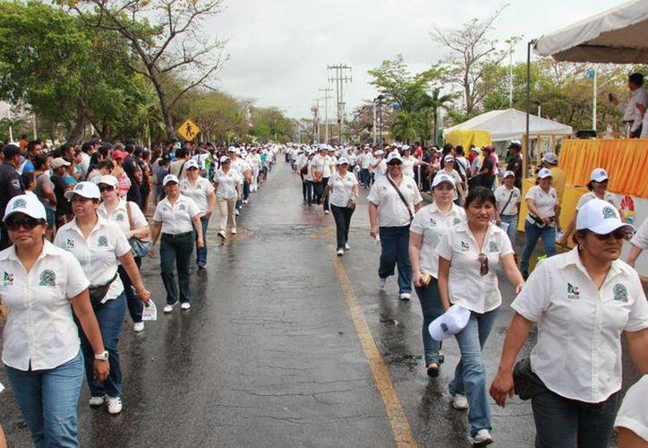 Los trabajadores marcharon por espacio de una hora y media. (Redacción/SIPSE)