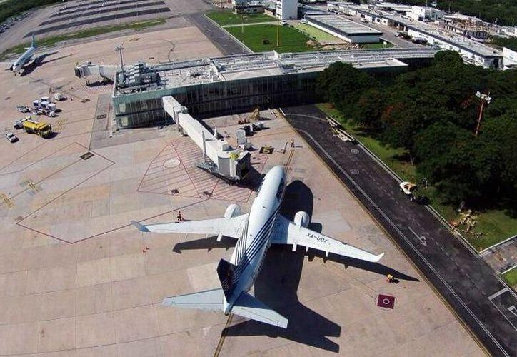 La infraestructura del aeropuerto Manuel Crescencio Rejón recibirá fuerte inversión para el 2015. Imagen aérea del lugar. (Milenio Novedades)