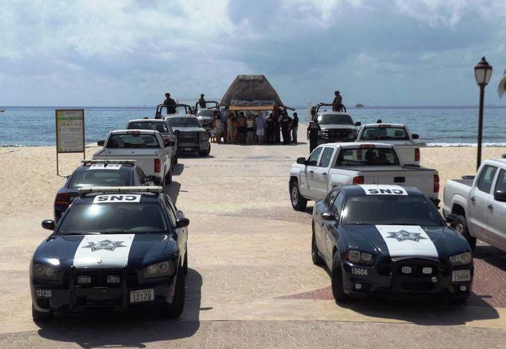 """Con un operativo federal fueron suspendidas las actividades marítimas del muelle """"Ultramar"""".  (Daniel Pacheco/SIPSE)"""