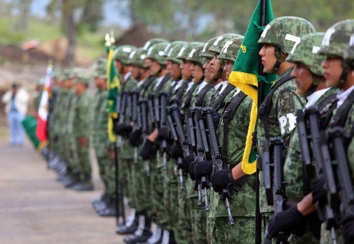 El capitán del Ejército Méxicano se encontraba desaparecido desde hace tres días, en Ecatepec. Imagen de contexto de un grupo de militares en un evento.(Archivo/Notimex)