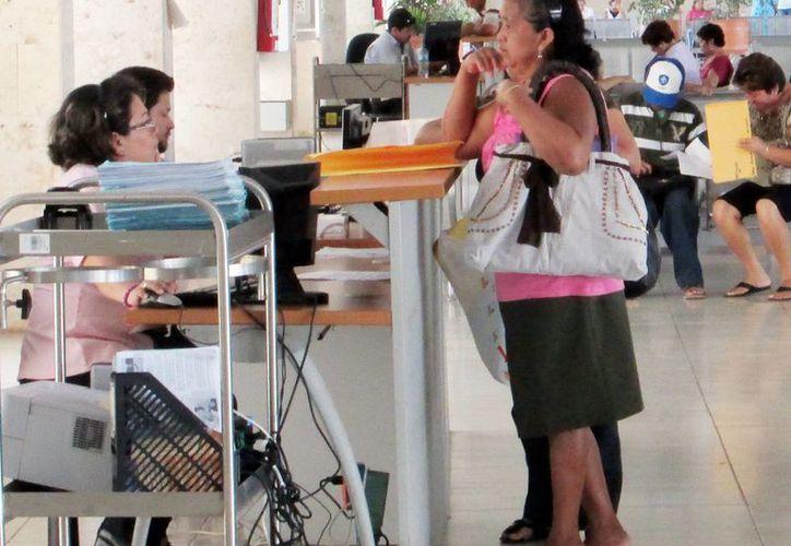 Mujeres viven más años gracias a las campañas de vacunación y la promoción de la medicina preventiva. (Milenio Novedades)