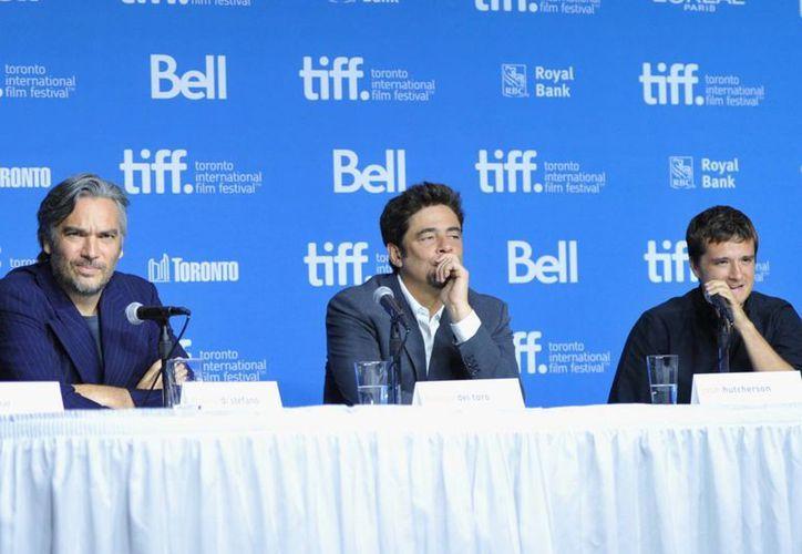 """Benicio del Toro (c) durante la presentación del filme """"Escobar: paraíso perdido"""". (Notimex)"""