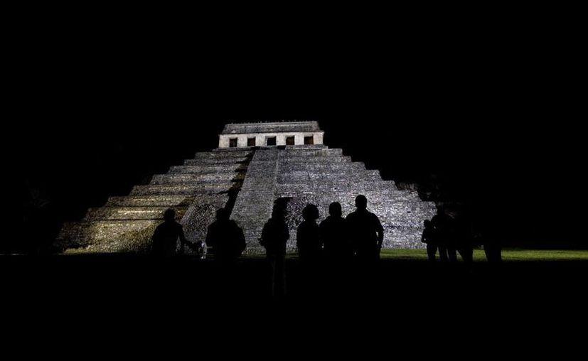 Silueta de uno de los edificios en la zona arqueológica de Palenque, en Chiapas. En dicha zona fue hallado recientemente un acueducto. (AP)