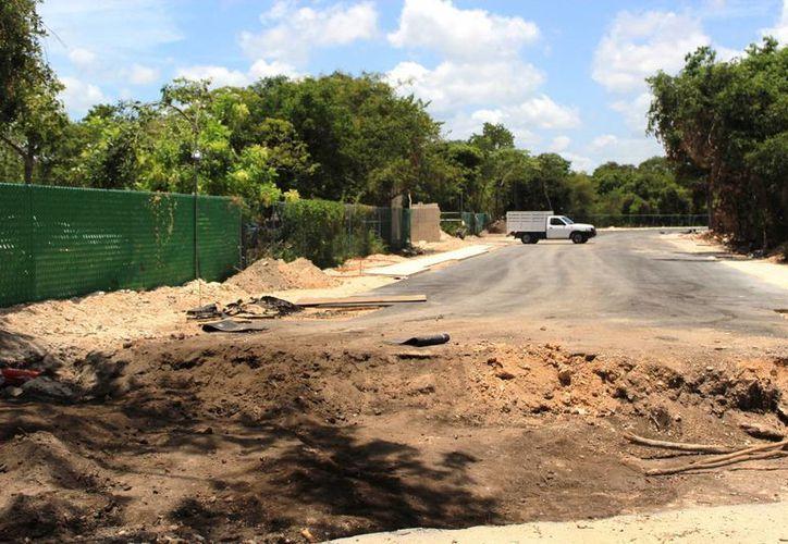 El hotel Azul Fives donará un predio que servirá como entrada a la playa de Xcalacoco, para apropiarse del acceso original. (Octavio Martínez/SIPSE)