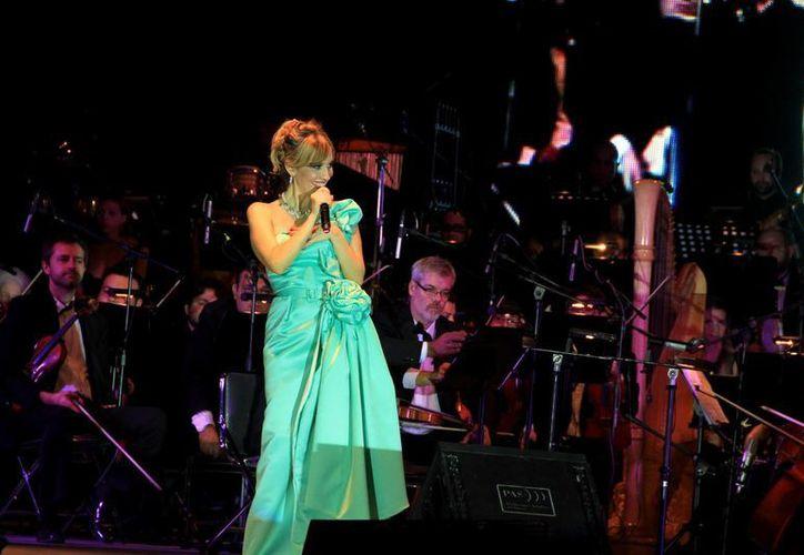 La diva de la ópera pop ofreció un repertorio muy variado en la apertura. (Wilbert Argüelles/SIPSE)