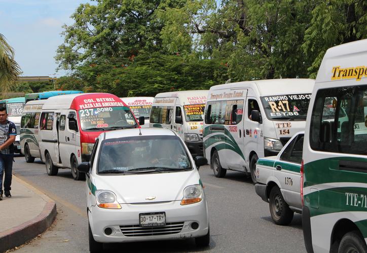 La mayoría de las camionetas de TTE circulan en la avenida Tulum para llegar a la plaza Las Américas. (Paola Chiomante/SIPSE)