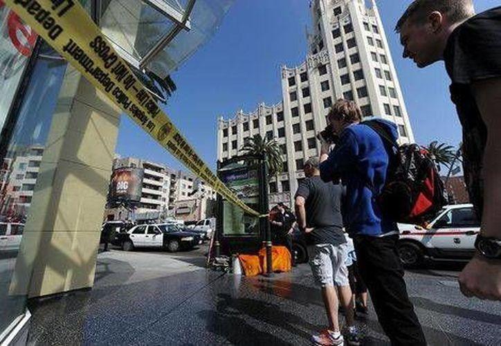 La policía acordonó la zona cerca al Teatro Dolby, donde se entregarán los premios Oscar el domingo, pero no encontró ninguna bomba luego de que un sujeto asegurara llevar material explosivo en su auto. (Milenio)