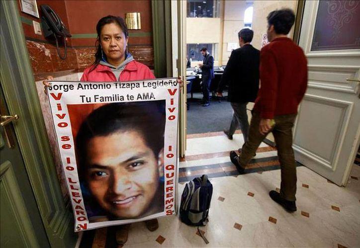 Padres de estudiantes desaparecidos  de la Escuela Normal Rural de Ayotzinapa pideron apoyo al Parlamento Europeo; piden que el Gobierno de México no cierre el caso, y que investigue a fondo para dar con los jóvenes. (Efe)