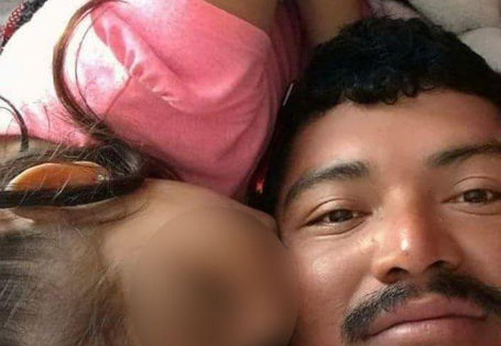 El pescador Andrés Flores y su pequeña hija Viviana perdieron la vida el pasado jueves en la carretera que conecta a Celestún con Kinchil.  (SIPSE)